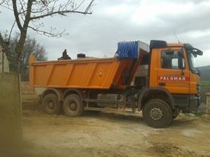 camión de carga amarillo